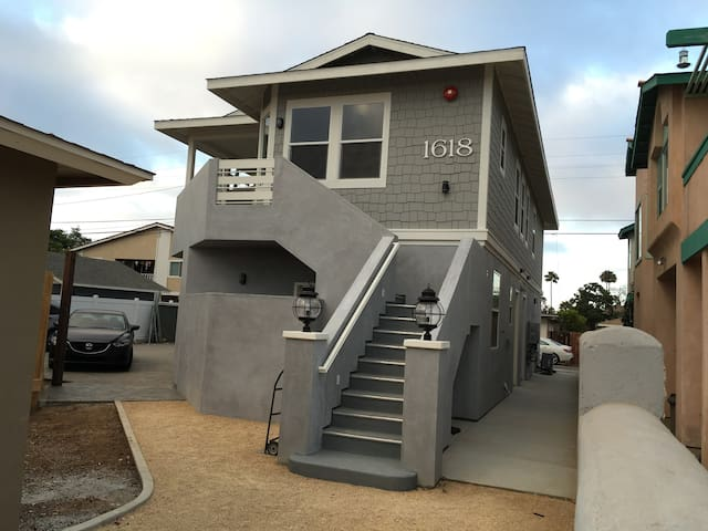 BRAND NEW apartment! Walking distance to the beach - Oceanside - Flat