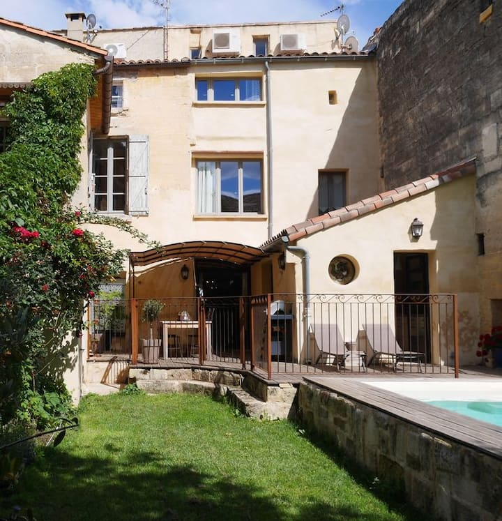 1800's Stone Townhouse In centre of historic Uzes