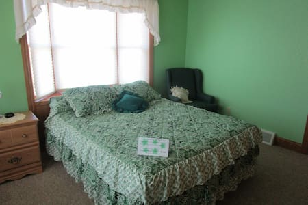 Almost Home - Green, Queen bed, handicapped