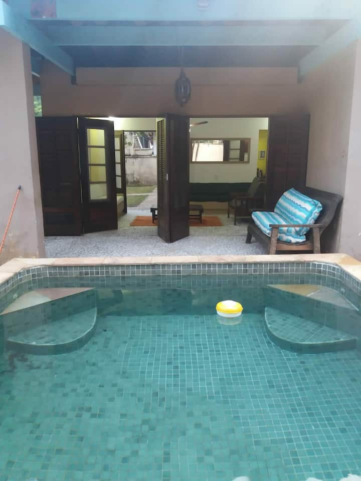 Casa confortável, á 500 metros da Praia !!!
