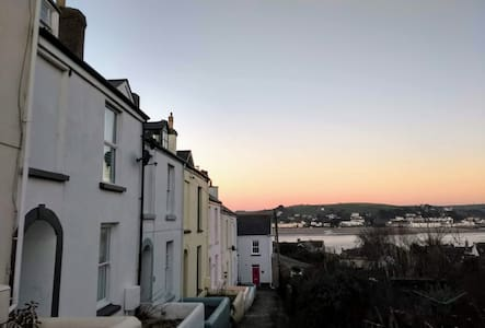Abernyte Cottage, Appledore, Devon - Sea Views