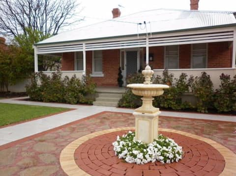 Heritage House -  Free WIFI & Foxtel & Netflix