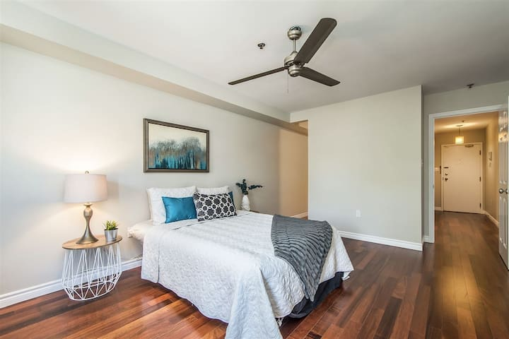 Central Downtown Room with private Ensuite