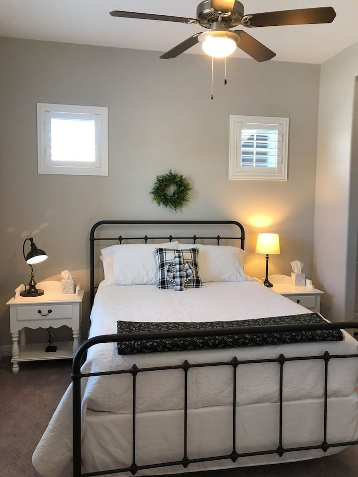 Comfortable and cozy Queen bed. Brand new memory foam mattress and comfy topper.