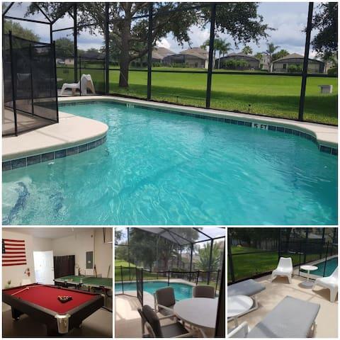 Fräsch villa nära Orlando med pool i söderläge