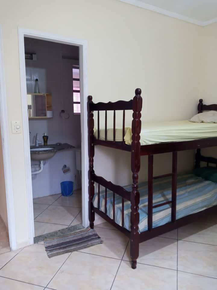 Suite a 1 quadra da praia Guilhermina 4 hosp