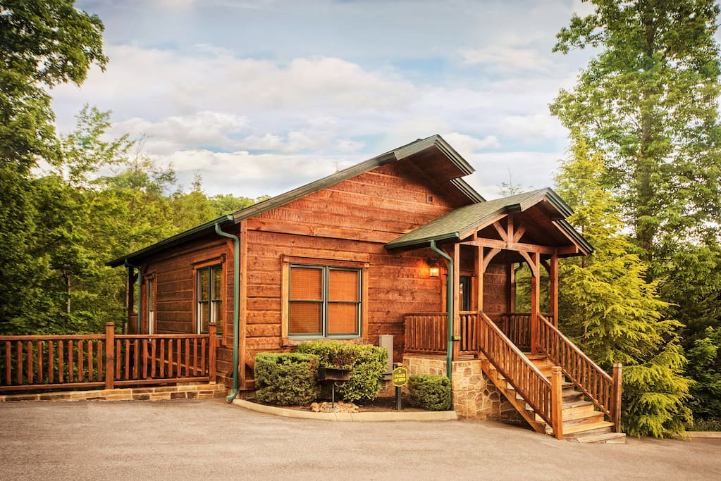 Luxury 1 bedroom 2 story cabin in gatlinburg falls for 8 bedroom cabins in gatlinburg