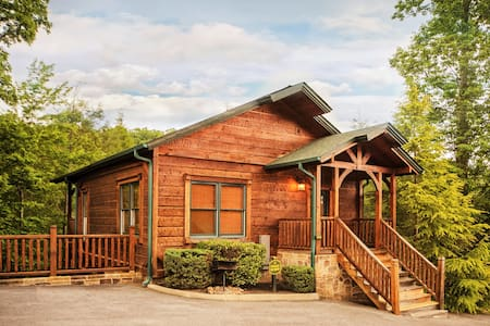 Luxury 1 Bedroom 2 Story Cabin in Gatlinburg Falls - Gatlinburg