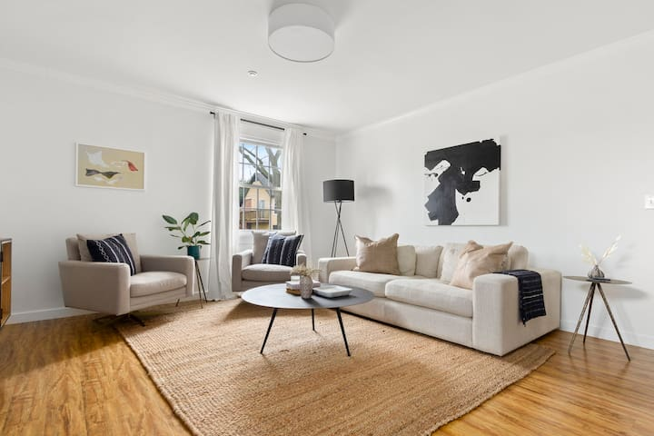 Ideal Modern Apartment in Historic Neighborhood