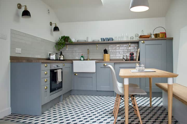 Beautifully Renovated Thistle St Loft Flat