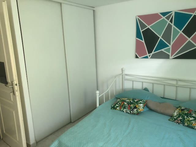 Chambre simple avec douche et WC privée