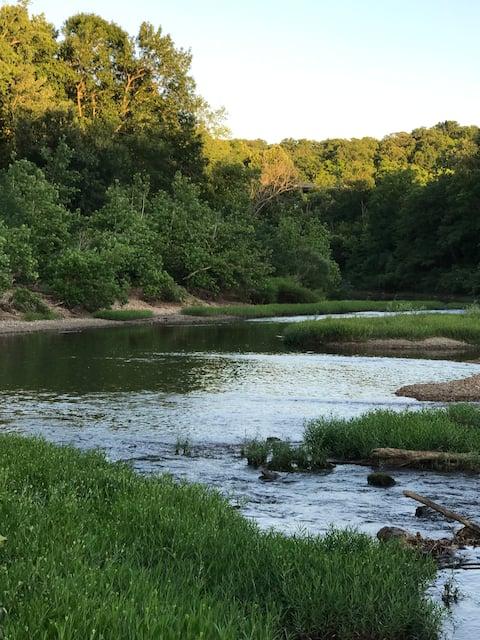 Cozy River Cabin (River)