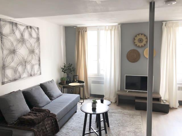 Elegant & Luminous Lounge