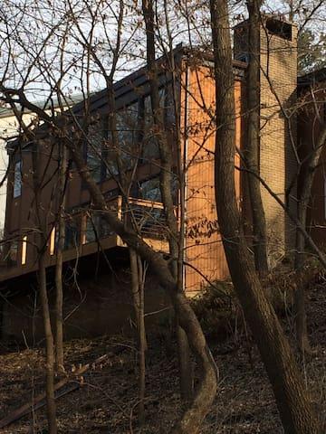 Modern Nature Retreat at Munn Woods Close to ISU - Ames