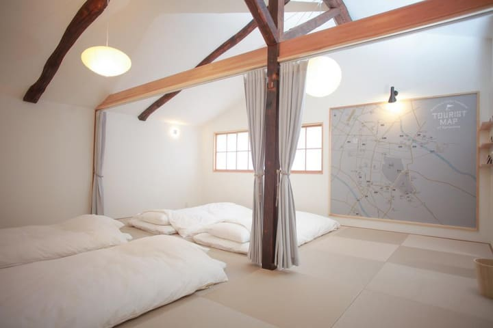 Convenient for Kanazawa sightseeing! The whole townhouse (more than 120 years old), 8 people max, free Wi-Fi! 金沢観光に便利!