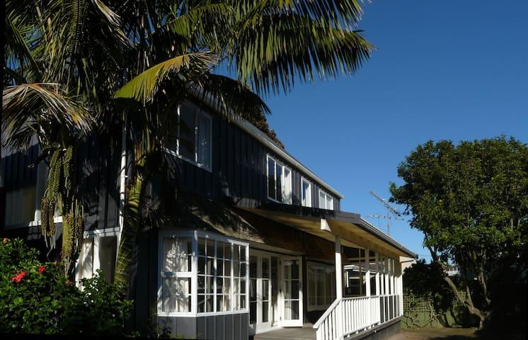 Orewa Beach house - 1 minute walk to beach - Orewa - House