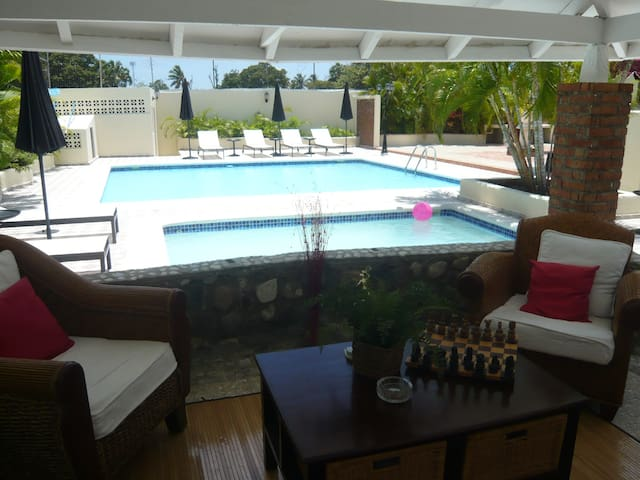Bed and Breakfast in luxury villa with 2 pools