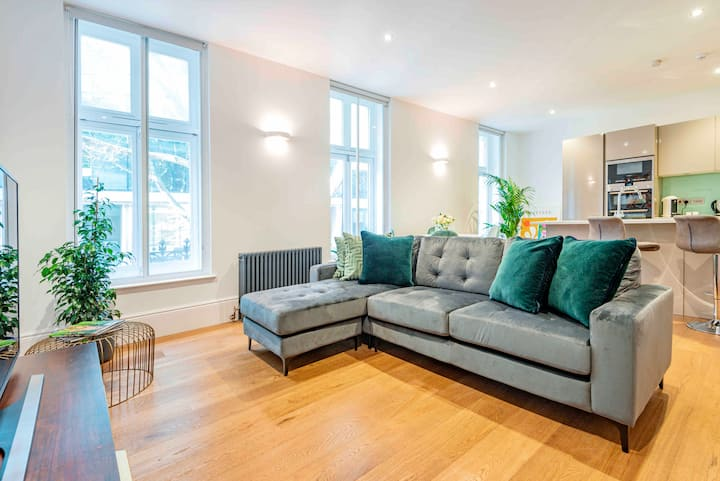 THE EXQUISITE JUNGLE FLAT IN COVENT GARDEN's Heart