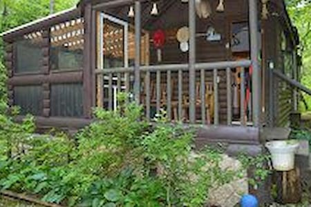 Secluded Cozy Creekside  Cabin - Kabin