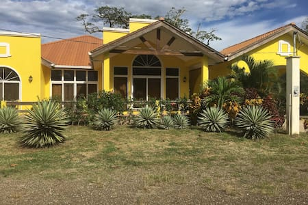Casa de la Ceiba - Ceiba Tree House on the Beach