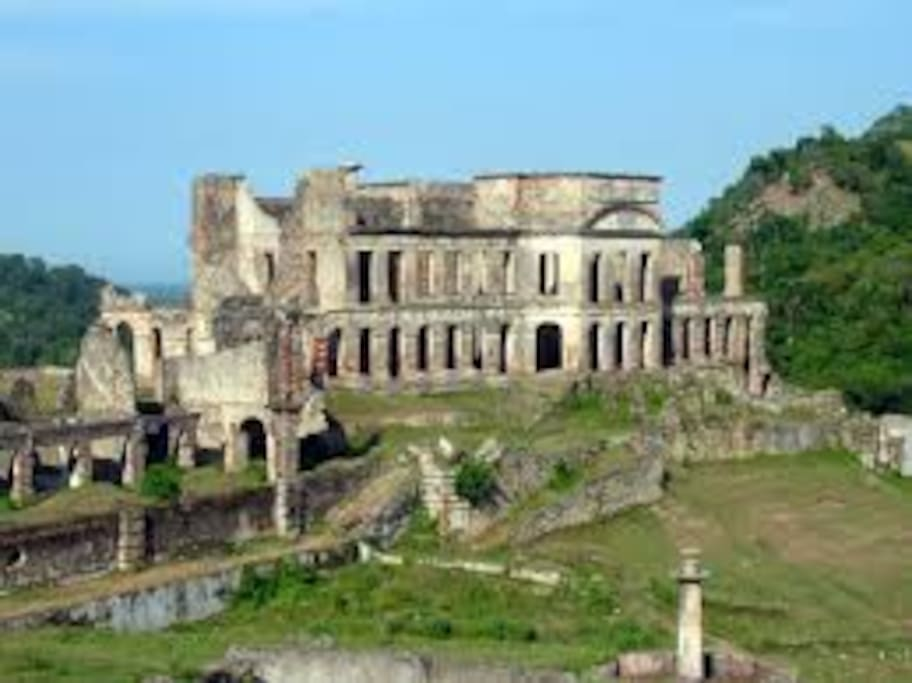 19th century palace. Destroy by an earthquake in 1842.