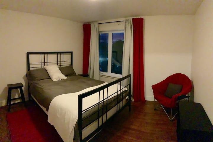 Chambre dans un grand condo neuf sur 2 étages