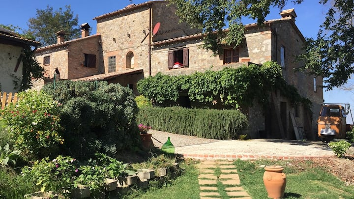 Podere Andreana-Country house with pool-Moraiolo