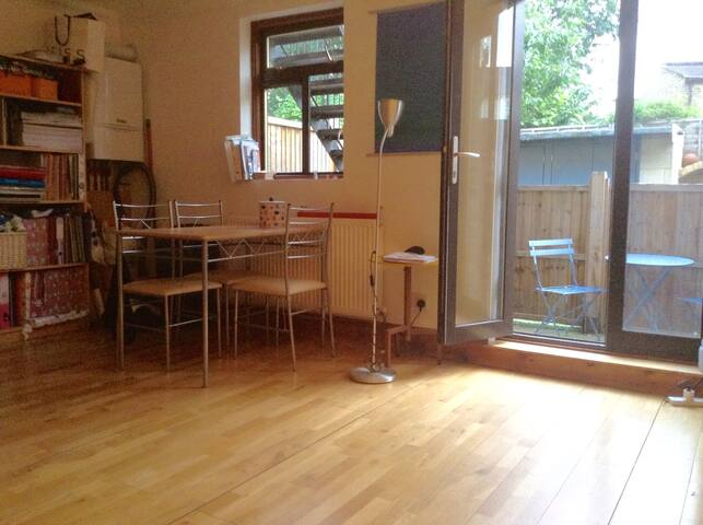 Cosy double room in Stoke Newington