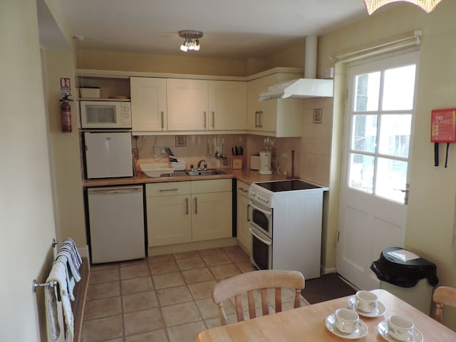 Fitted Kitchen, all electric.