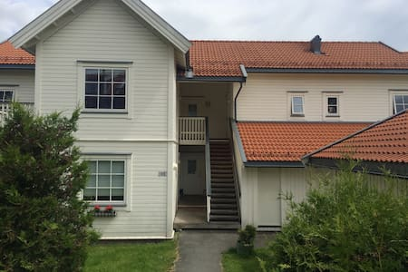 One bedroom apt close to the sea - Vollen