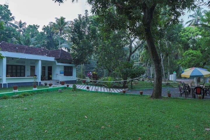Water Front Heritage Home  Room No.1 at Kumarakom - Kumarakom - 家庭式旅館