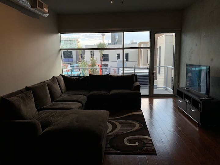 Beautiful 2 bedrooms 2 bathroom high rise loft