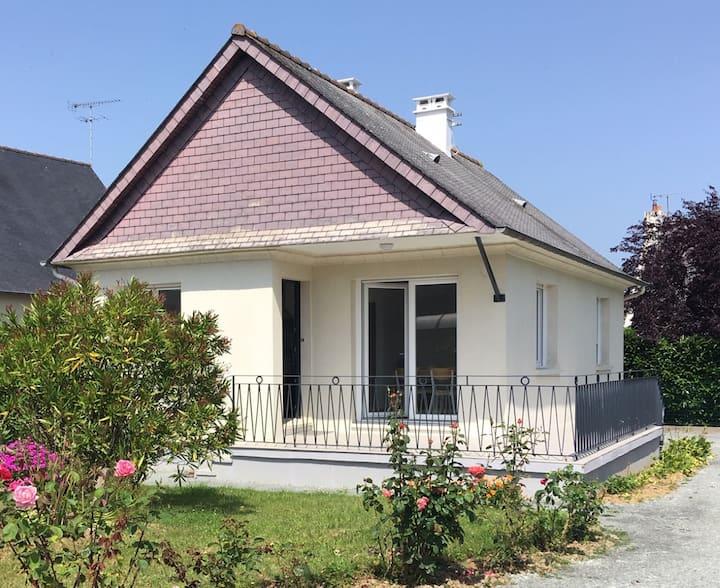Maison au coeur de Matignon, à 5 km des plages