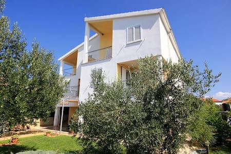 Two bedroom apartment with terrace and sea view Žaborić, Šibenik (A-10319-b) - Žaborić