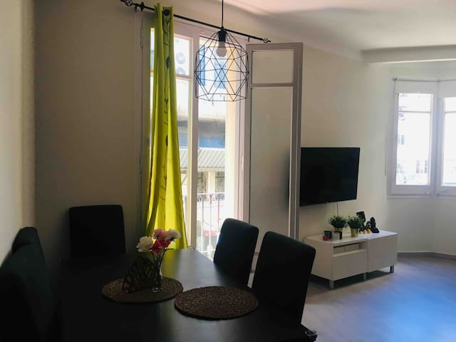 Nice twin room with balcony in center BCN