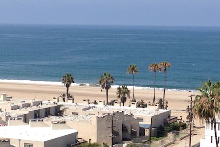Close to beach, free airport pickup - Los Angeles