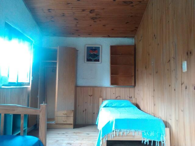 Dormitorio con 2 camas de 1 plaza