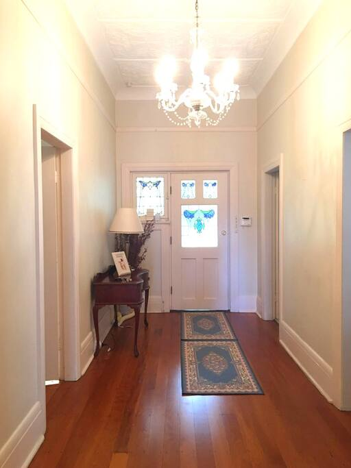 Spacious entrance/hallway