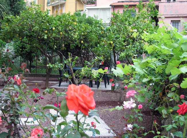 Apartment with private Garden - Finale Ligure - Apartamento