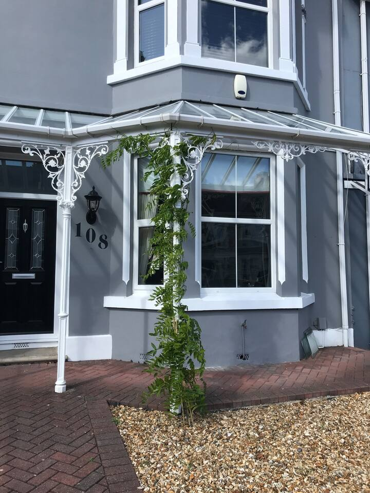 Large double en suite in Plymouth Victorian home