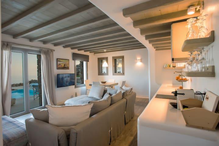 Selini Luxury Honeymoon Suite. Amallini complex