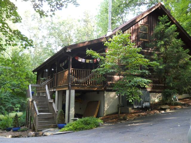 1 BEDROOM SUITE with PRIVATE ENTRANCE in Log Cabin - Chapel Hill - Chalet