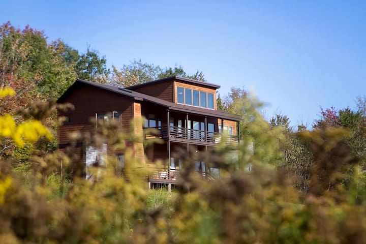 4BR 5 STAR Contemporary Mountain Retreat
