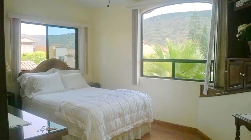 Cuarto del Rey -BEAUTIFUL private room & bathroom! - Ensenada - Rumah