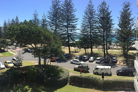 Fully equipped apartment/Beach view/holiday/fun - Burleigh Heads
