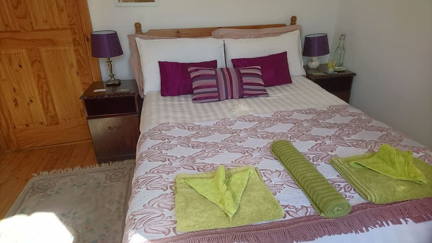 Compact & Cosy single bedroom, ground floor