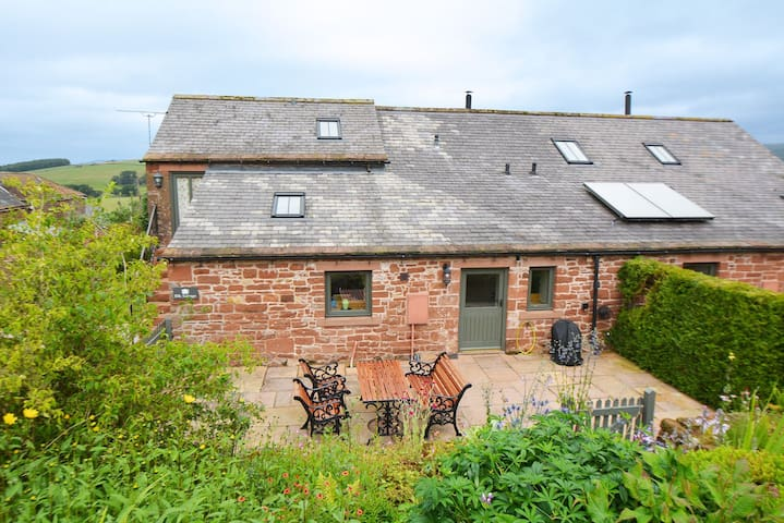 Sumptuous spacious cottage set high in the Eden Valley. Pet-friendly