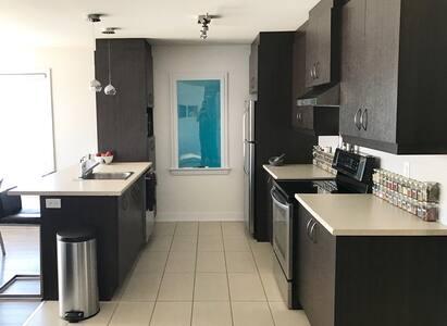 Modern & classy condo in a quiet neighbourhood - Longueuil - 公寓