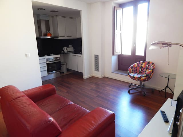 3 bedroom holiday apartment Girona - Old Quarter option parking
