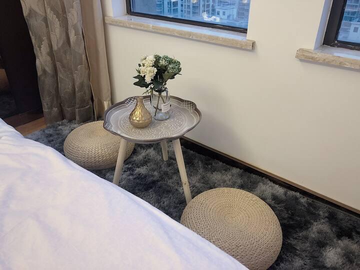 刚泰尚品房源,商务出差风,浪漫主题大床房私密空间可以做美食,楼下一大排免费停车位,小区环境优美